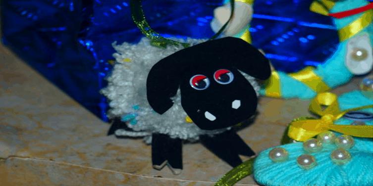 Готовая игрушка из помпонов