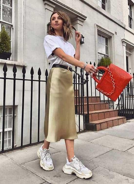 шелк юбка с кроссовками