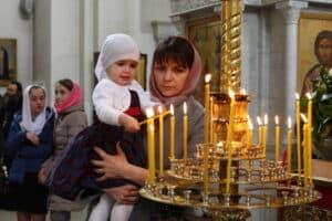поставить свечку в храме